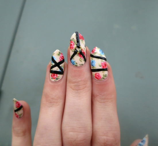 tiny-pictures-on-nails-nail-art17