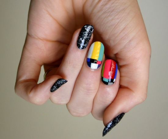 tiny-pictures-on-nails-nail-art6