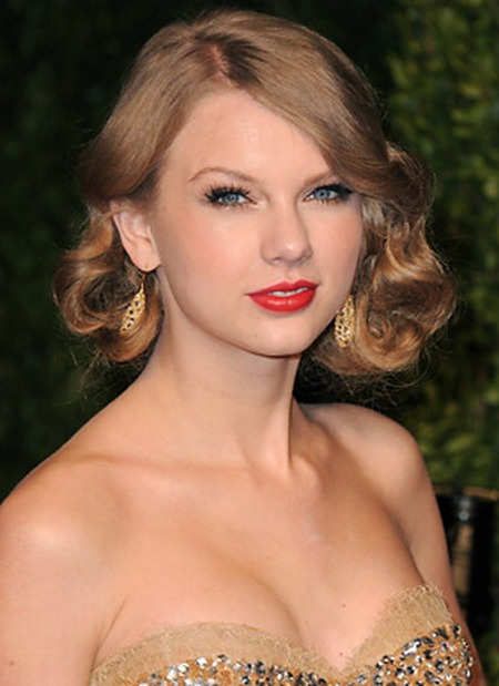 12 Cute Hairstyles for Curly Hair