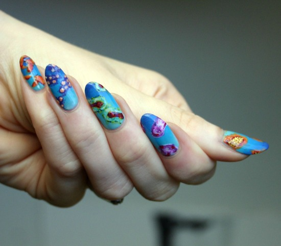 tiny-pictures-on-nails-nail-art