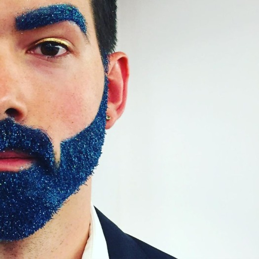 Men Are Covering Their Beards In Glitter Just In Time For The Holidays (17 Pics)