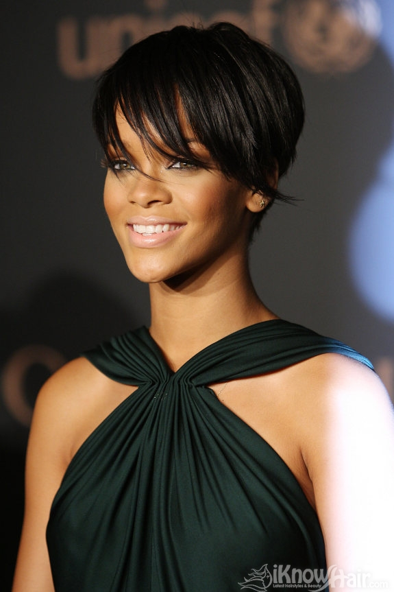 short medium hair style hairstyle pictures hair pictures photos 6582 | Short Hair Styles Rihanna Chop