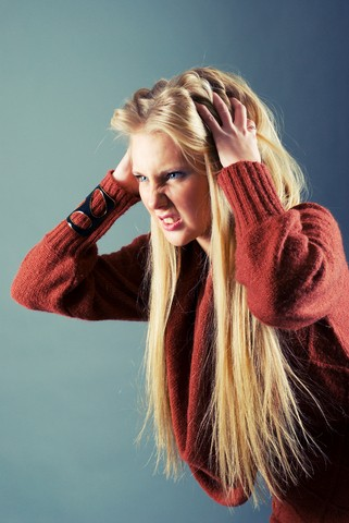 Causes of Dandruff and Treatment